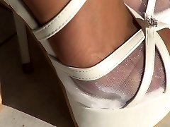 Milky high high-heeled shoes