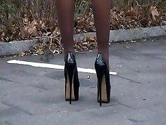 LGH - German Lack High High-heeled Shoes - Zigaretten austreten