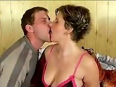 Great amateur jizz kiss