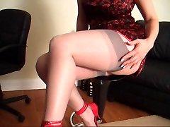 MILF in Nylon Pantyhose