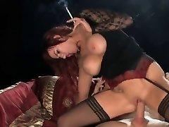 Kuum Punapea Kontsad Suitsetamine ja Ratsutamine