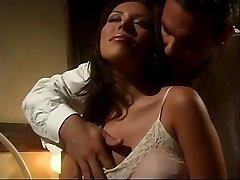Molten Latina Jennifer Luv