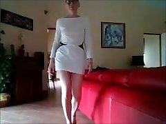 en robe blanche