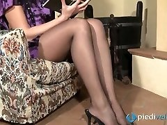 Naughty brunette sweetie Flavia looks irresistible in black nylon tights