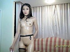 Asian Teenie Supeur