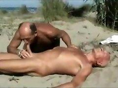 deux faggots a la plage