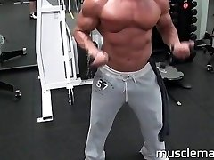 MuscleMatt - Carlo Pounds Brad