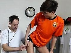 Dilf trener barebacking suh študentov rit