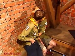 väga noored poisid just 18 play boyscouts