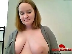 Big Titty Mamá Baño Strip-Tease