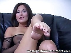 Jerky teacher puts her soles up and demos soles wank skills