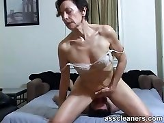 Horny COUGAR facesits a slave for butt licking and cleaning