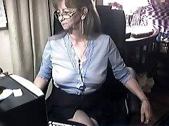 Belle mamie avec des lunettes de 6