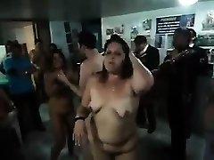 Nudistų šokių