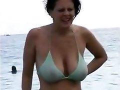 mama v njen bikini
