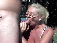 Anastasia Pesek Ražnju Pečeno V Dvorišču