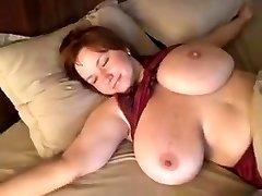 Pašmāju videoklipu ar manu rudmatis sieva rāda viņas milzīgas krūtis