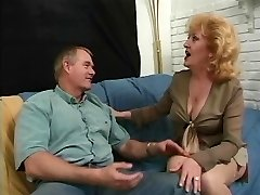 Assfucking loving redhead mature sexing up smooth-shaven lover on couch
