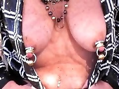 परिपक्व हिलाता भारी jeweled स्तन