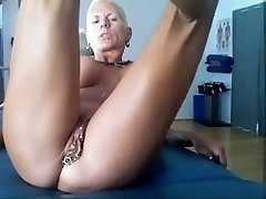 Bysty MILF Heather with 15 piercing rings in her vag Super-hot