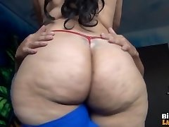 LATINA FUCKS LIDDLE DICK 2. DAĻA