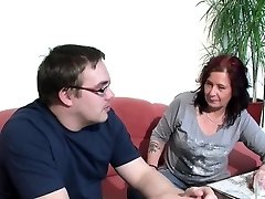 אמא גרמנית עוזר לה מכוער צעד-בן עם הזיון הראשון