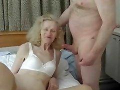 חובבן מכוערת סבתא מקבל דפק טיפשי