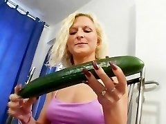 Az uborka mindig az első