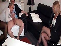 Reife Sextherapeutin fickt 덴 Jungschwanz 게 되었습니다.Patientin