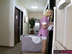 Nadržený Alli a Sexy Tara miluje sát velký penis na hotel bed