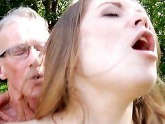 Didelis senas boner smashes gražus labai jauna mergytė