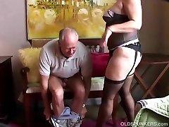 Senas spunker sexy kojinės mėgsta čiulpti gaidys & valgyti cum
