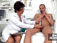 Češka medicinska sestra gospa Marta staro z mladimi handjob