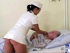 Baka gleda djed jebeno je medicinska sestra u bolnici