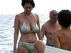 dates25com Steaming cougar in bikini at the beach
