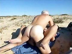 पत्नी,गर्म समुद्र तट पर सेक्स