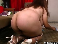 My fave videos of Latina cougars cleaning