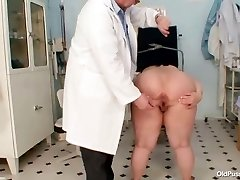 Big udders fat mom Rosana gyno doctor examination