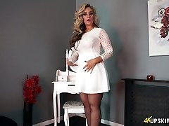 Charming blondie mommy Kellie O Brian demonstrates what she got under her skirt