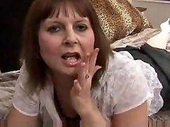 bunica iubește penis artificial
