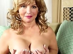 Light-haired American mature wanking