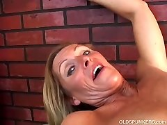 Super seksualus vyresnio amžiaus ponia vaidina su savo sultingas pūlingas jums