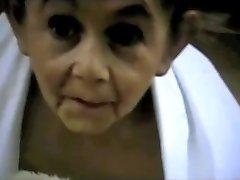 द्विलिंग दादी विकृत बौना लड़की थी