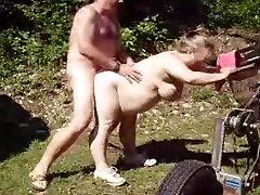 Porra maduro esposa no jardim