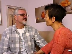 Hausfrau Ficken - Housewife mature German is torn up rock-hard