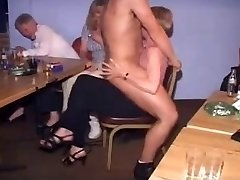 British Naisten CFNM Strippari Puolue-Part1