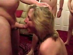 Cumslut naine imeb palju mehi