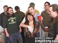 Susie je Gang Bang Bukkake Stranka Z Umazano D