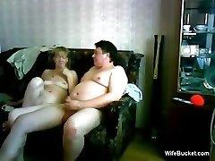 átlagos feleségének ad egy vicces szopás