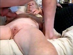močiutė ir jaunas meilužis